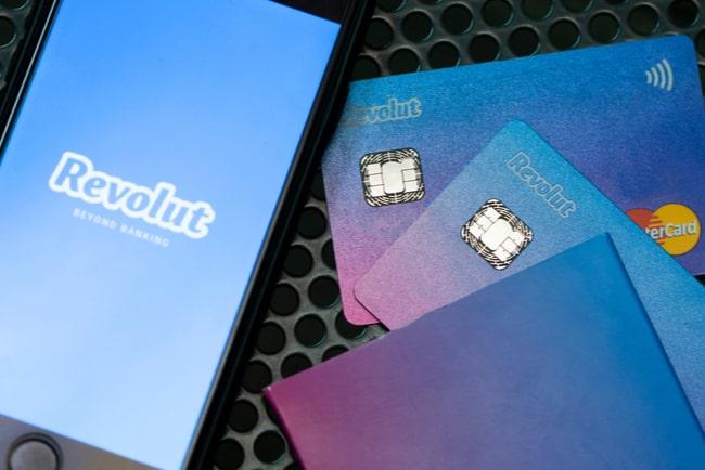Revolut-kortet och Revoluts app på telefon