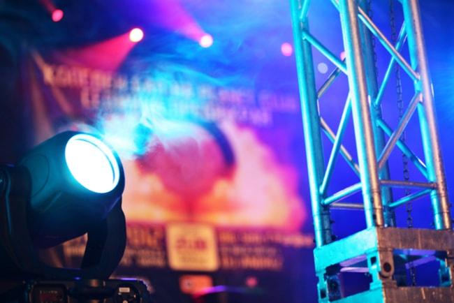 Konsertscen med scenljus