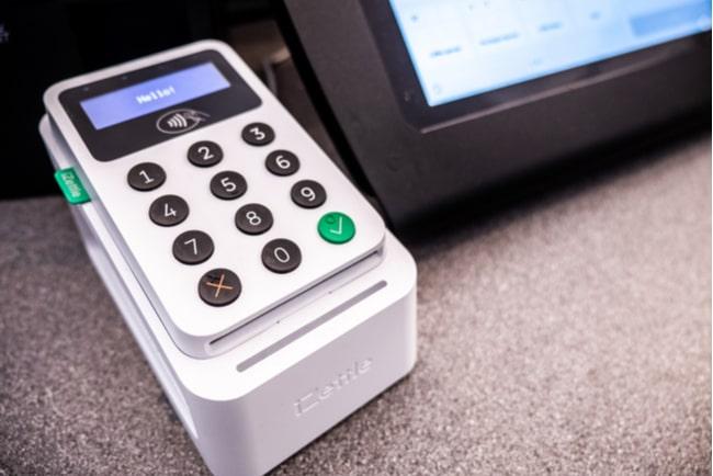 izettle-maskin vid en betalskärm